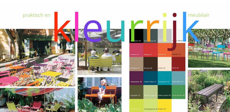 kleurrijk tuinmeubilair zorgtuin Hanepraij Gouda. Een bij het gebouw passend tuinontwerp, dat karakter aan het geheel geeft voor de specifieke doelgroep Denkers in Tuinen