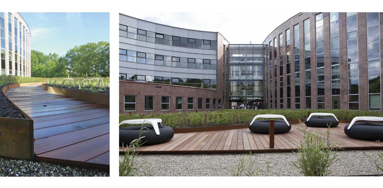 hardhouten vlonders daktuin Hilversum. Kijk- en gebruikstuin met een groot houten terras dat geheel door massaal toegepaste prairiebeplanting is omgeven Denkers in Tuinen.