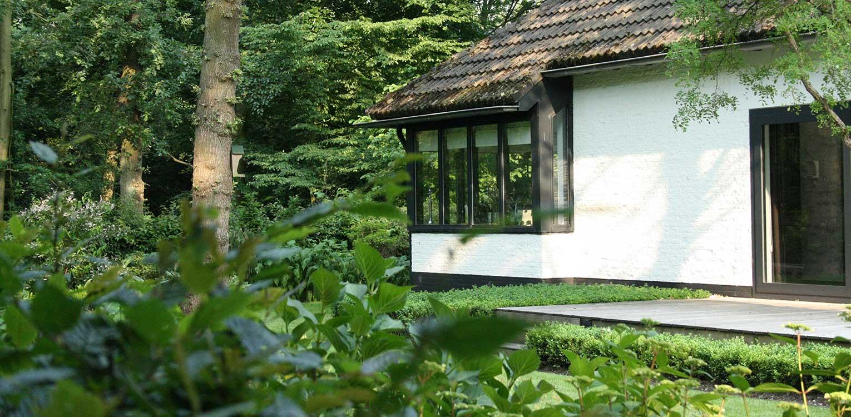 villatuin Apeldoorn waar wonen op de grens van het Matenpark sfeerbepalend is en dit betekent dat je het gevoel hebt in het bos te wonen Denkers in Tuinen