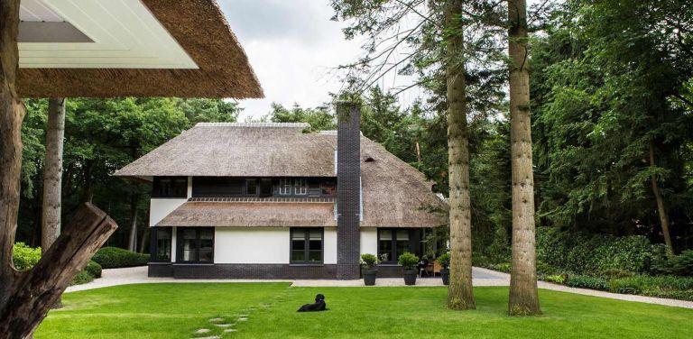 gastenverblijf villatuin Apeldoorn waar nadrukkelijk aansluiting is gezocht met de direct naastgelegen bossfeer van de Hoge Veluwe - bostuin Denkers in Tuinen